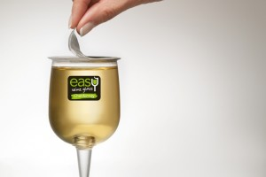 Ready-to-drink wine glass with multilayer sheet